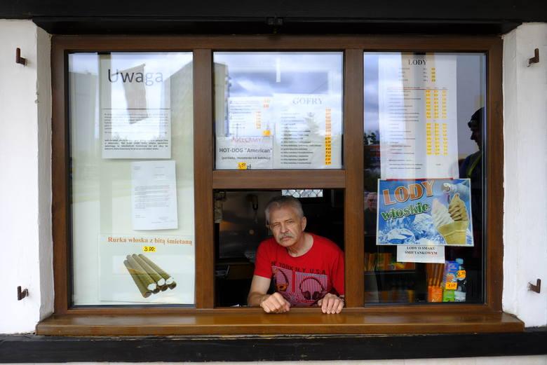 Nie pomogło ponad 4 tys. podpisów i pertraktacje z władzami spółdzielni mieszkaniowej – kultowa budka z goframi i lodami na Rubinkowie do końca lipca
