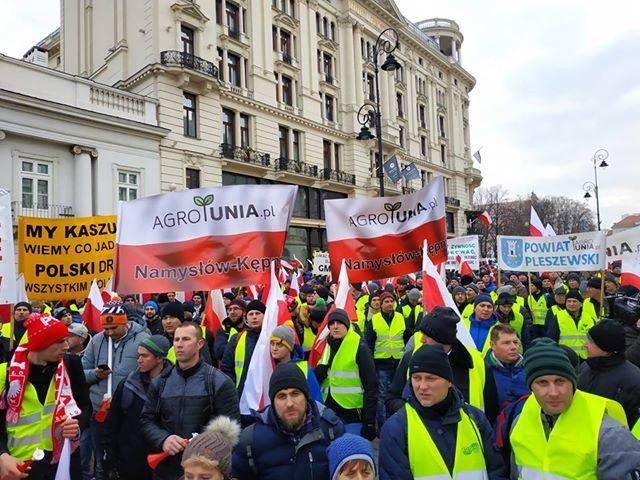"""W stolicy odbył się protest rolników pod nazwą """"Oblężenie Warszawy 2019"""". Na miejscu było nawet kilka tysięcy osób, podaje jeden z"""