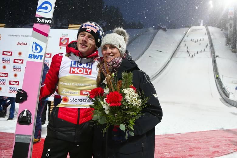 Dawid Kubacki skacze jak natchniony. Wygrał konkurs skoków narciarskich w Titisee-Neustadt