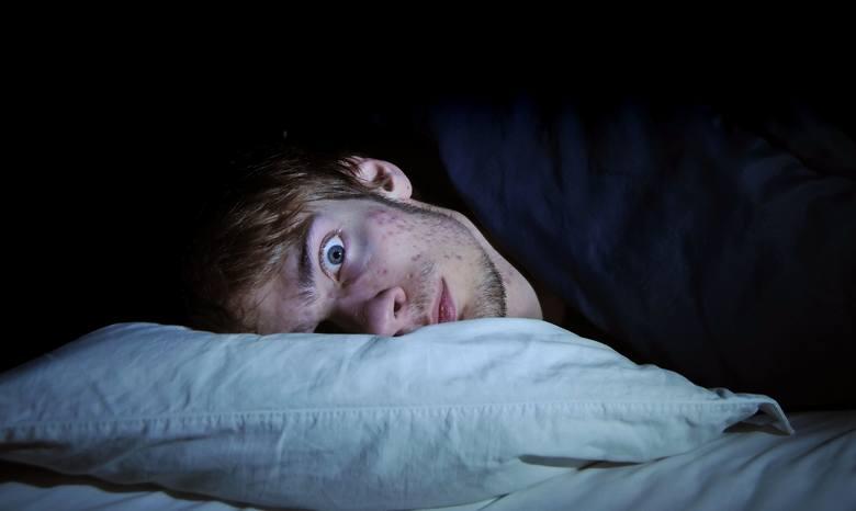 W czasie snu mózg wydziela specjalny hormon odpowiedzialny za barwne obrazy w naszych głowach. Senniki próbują nam tłumaczyć znaki, jakie przekazują
