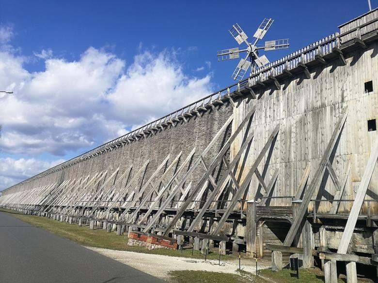 Ciechocińskie tężnie zostały zbudowane praktycznie bez użycia gwoździ. Tworzą największy tego typu kompleks w Europie