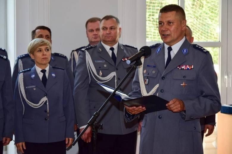 Czternastu nowo przyjętych policjantów w czwartek złożyło w Rzeszowie ślubowanie. Za kilka dni wszyscy wyjadą do szkół policji, gdzie odbędą szkolenie.