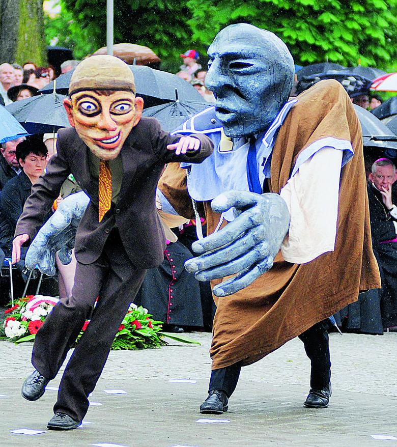 Spektakl uliczny poświęcony Wydarzeniom Zielonogórskim wystawiony w 2010 roku...