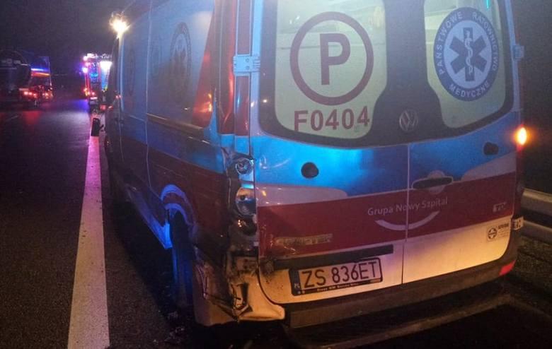 Do wypadku doszło w sobotę, 14 grudnia, na trasie S3 koło Gorzowa. Pacjent karetki i ratownik medyczny zostali przewiezieni do szpitala.Do wypadku doszło