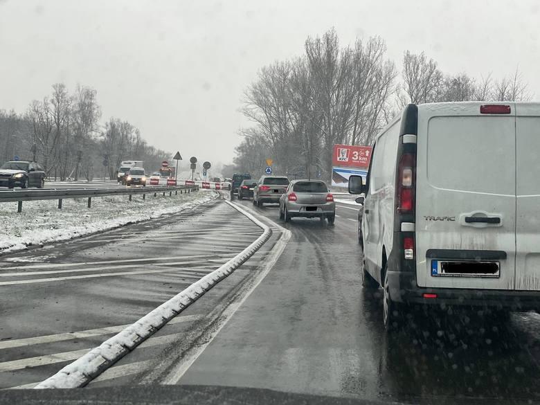 Dojazd do ronda na Jasnogórskiej w godzinach szczytu