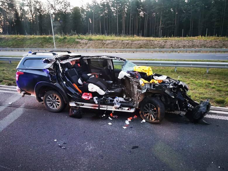 Śmiertelny wypadek na S5 pod Śmiglem. Do tragedii doszło w piątek w nocy, około godz. 1.30 na wysokości Wydorowa. Minivan najechał na tył samochodu ciężarowego.-