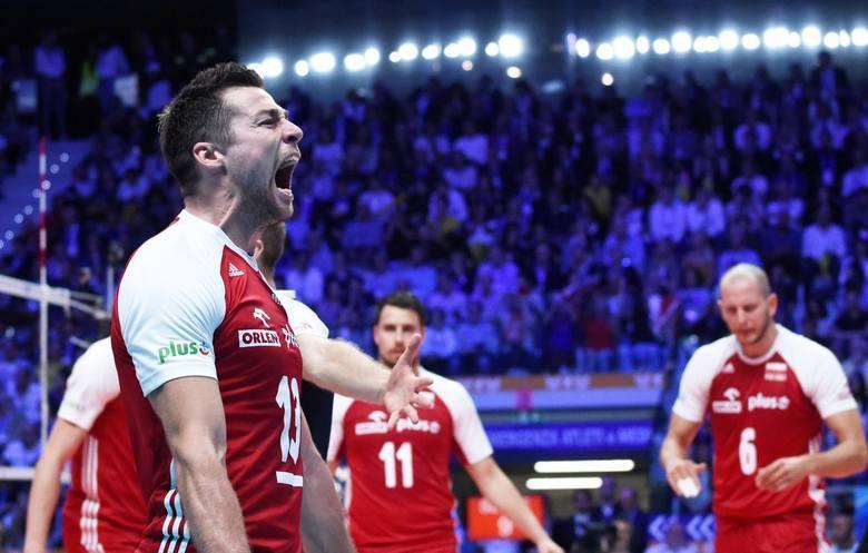 Takiego szczęścia po zwycięskim meczu życzymy polskim siatkarzom.