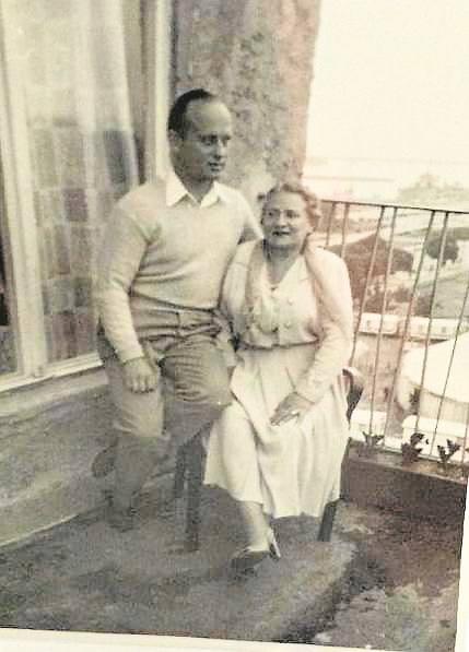 Julia Gorzechowska z synem Henrykiem Mikołajem.
