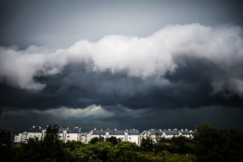 Burze z gradem 26.06.2019. Gdzie jest burza? Sprawdź radar burz online. IMGW wydało ostrzeżenie pierwszego stopnia