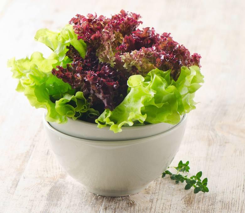 Dieta dr Dąbrowskiej nie mogłaby nie zawierać sałat i innych warzyw liściastych, które są najlepszym źródłem odtruwającego organizm chlorofilu.