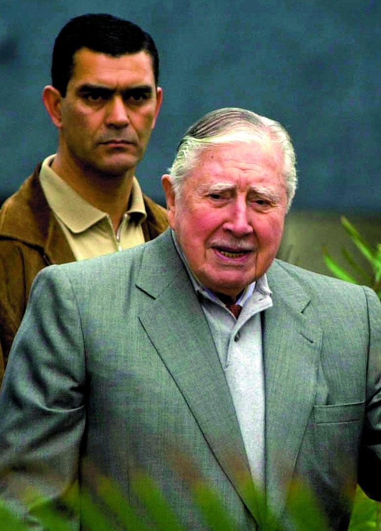 Paul Schäfer uciekł z Niemiec przed wyrokiem za pedofilię. W Chile przez ponad 30 lat mógł molestować i torturować dzieci bez żadnej kary