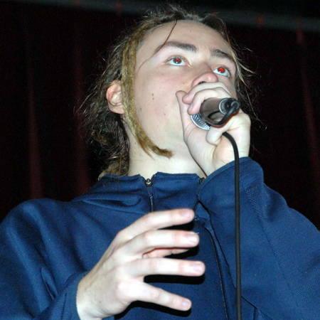 """Krzysztof Kadela ,,Blady Kris"""". Ma 22 lata, pochodzi ze Szczecinka, od kilku miesięcy mieszka w Gdańsku. Prowadził prywatną szkołę beatboxu w Hamburgu."""