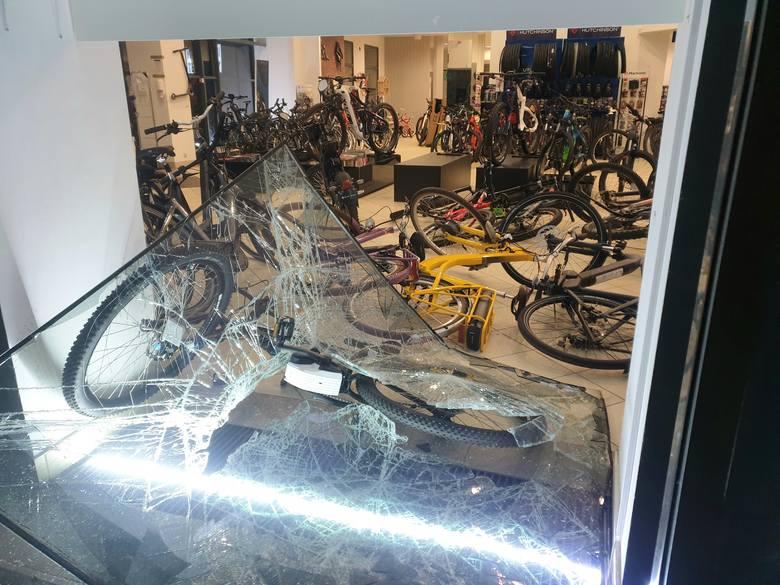 Zuchwała kradzież rowerów elektrycznych we Wrocławiu. Skok był dobrze przygotowany