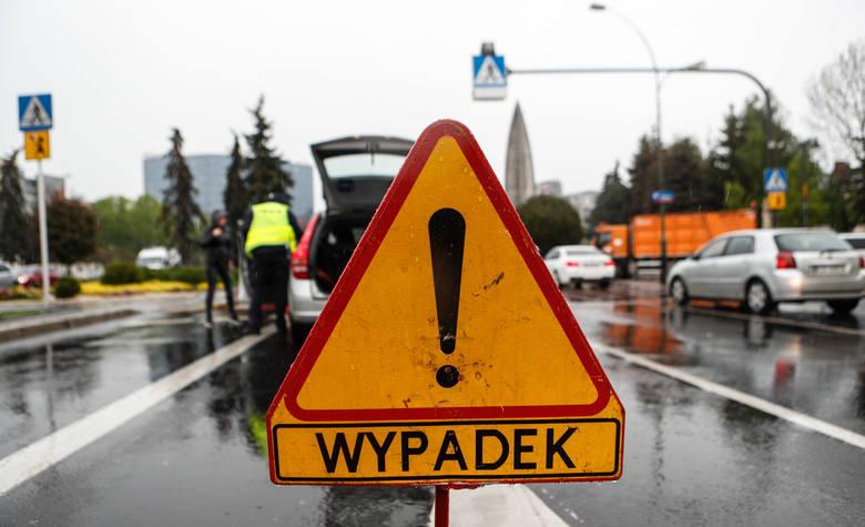 Wypadek w regionie. 82-letnia kobieta potrącona na pasach w Mogilnie