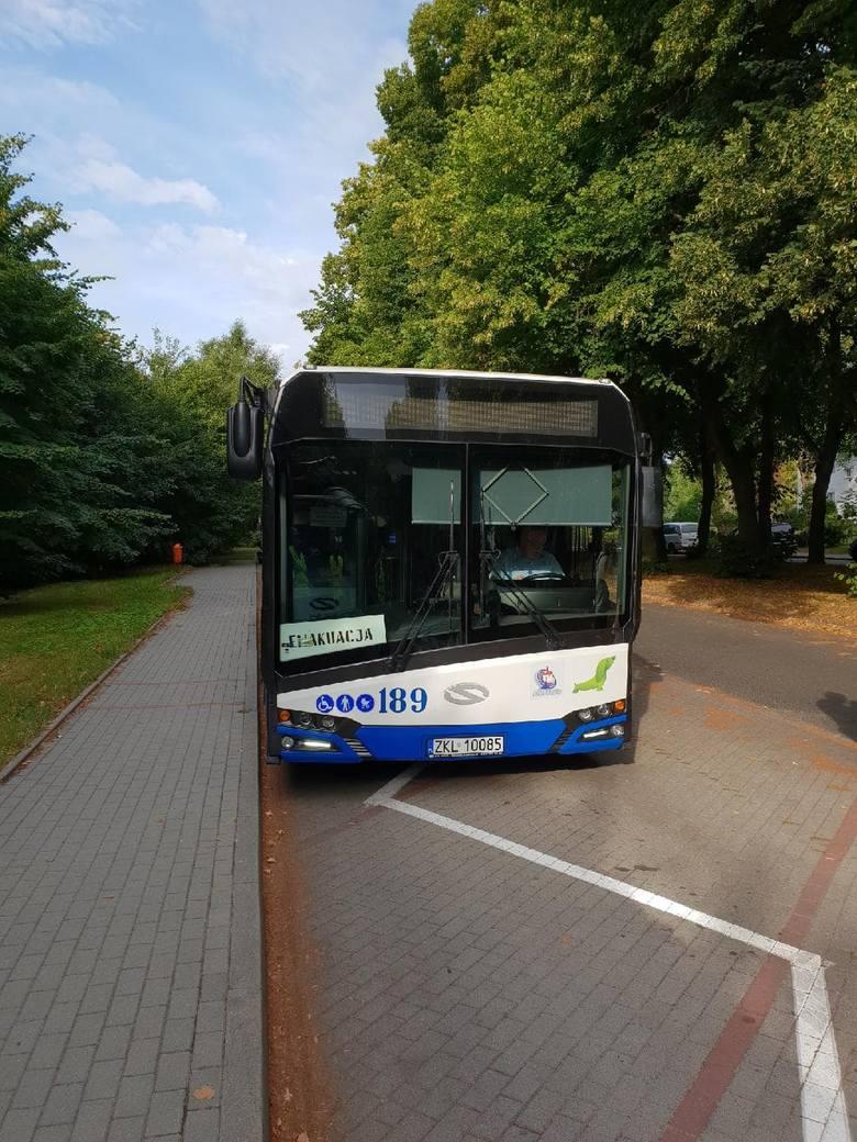 """Przed godz. 9 z Podczela w Kołobrzegu odjechał ostatni autobus z napisem """"Ewakuacja"""". Osiedle powinno być w tej chwili już całkowicie opustoszałe. Jak"""