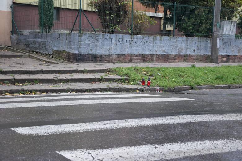 - Mężczyzna przechodził przez przejście dla pieszych i został potrącony przez 31-letniego kierowcę samochodu marki Citroen - tłumaczy sierż. szt. Maciej