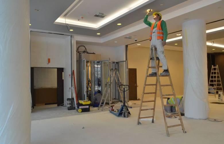 W hotelu trwają prace wykończeniowe. Na zdjęciu: hotelowe lobby.