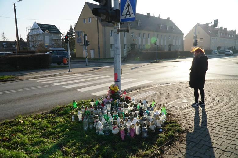 W Poznaniu na przejściach dla pieszych coraz częściej dochodzi do tragedii. Niedawno na ul. Opolskiej śmiertelnie potrącona została 8-letnia Maja. Z