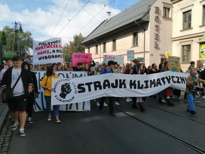 """Wielki młodzieżowy strajk klimatyczny w Krakowie. """"Chcemy mieć przyszłość!"""""""
