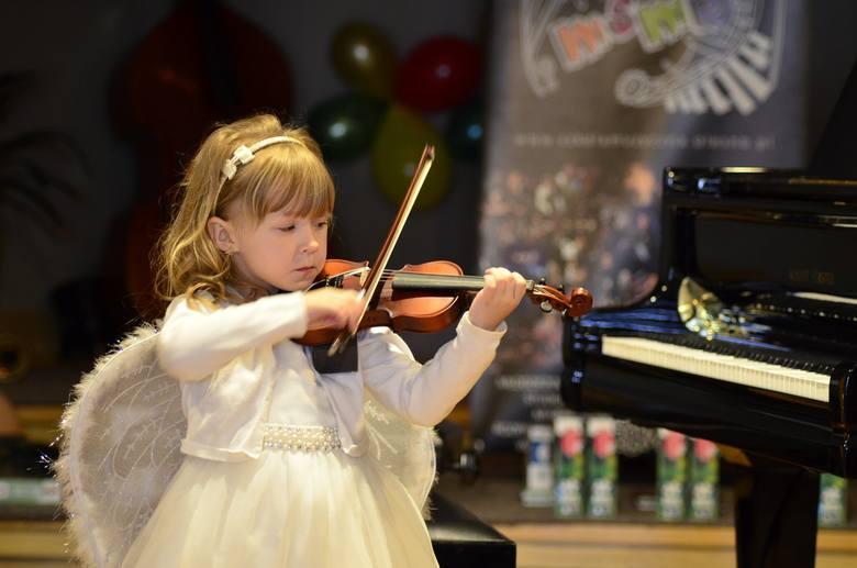 Na Festiwalu Muzykujących Przedszkolaków w Oleśnie wystąpili najmłodsi adepci muzycy: w wieku 5-7 lat.To był już XV Festiwal Muzykujących Przedszkolaków.