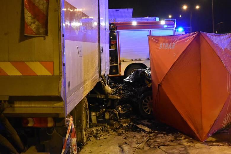 Sekcja zwłok wykaże, czy 25-letni kierowca audi, które we wtorek późnym wieczorem roztrzaskało się na iveco Poczty Polskiej, był pod wpływem marihuany.