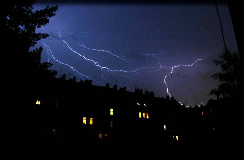 IMGW ostrzega: Wieczorem i w nocy mogą być burze z gradem
