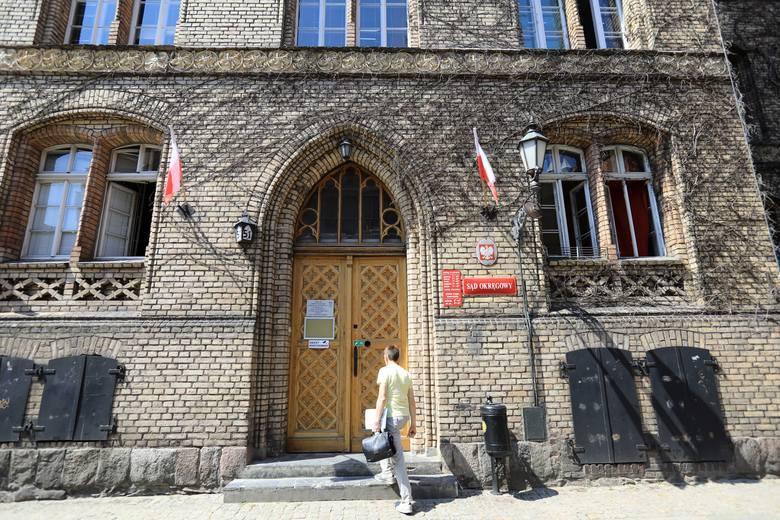 80 tys. zł za zakażenie pacjenta gronkowcem zapłacić ma ubezpieczyciel szpitala w Grudziądzu - orzekł Sąd Okręgowy w Toruniu. Życie pana Rajmunda przypomina