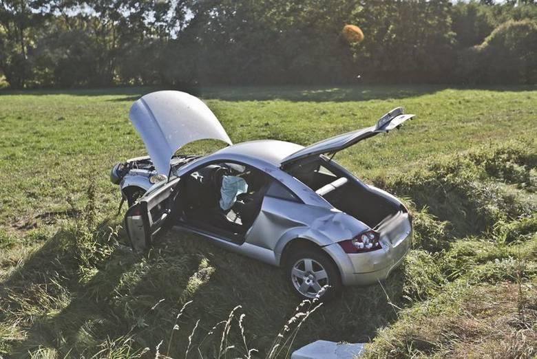Audi wypadło z drogi koło Starego Kisielina