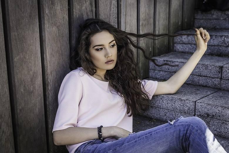 Wypadanie włosów – przyczyny i szampony przeciw wypadaniu włosów