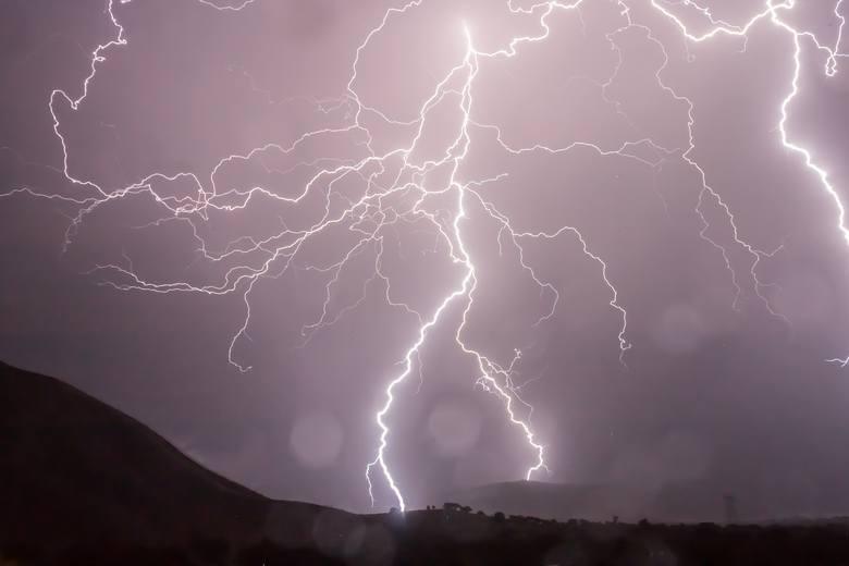 Biuro Prognoz Meteorologicznych w Poznaniu informuje, że w Lubuskiem w poniedziałek po godz. 15.00 nastąpi załamanie pogody. Przewiduje się wiatr do