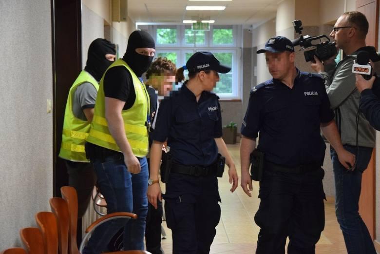 Śmierć 41-latka pobitego w Gorzowie, ucieczka z policyjnego konwoju czy gwałt na 9-latce, którą oprawca schował później w wersalce. O tych sprawach w
