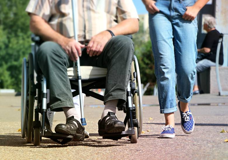 Pieniądze mają pomóc w zapewnieniu osobom potrzebującym specjalistycznej opieki w domu.