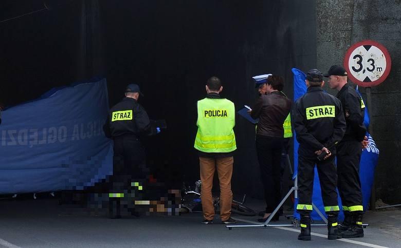 W kwietniu 69-letni mężczyzna zginął pod kołami osobowego citroena. Do wypadku doszło pod zacienionym tunelem przy Lichnowskiej w Chojnicach.
