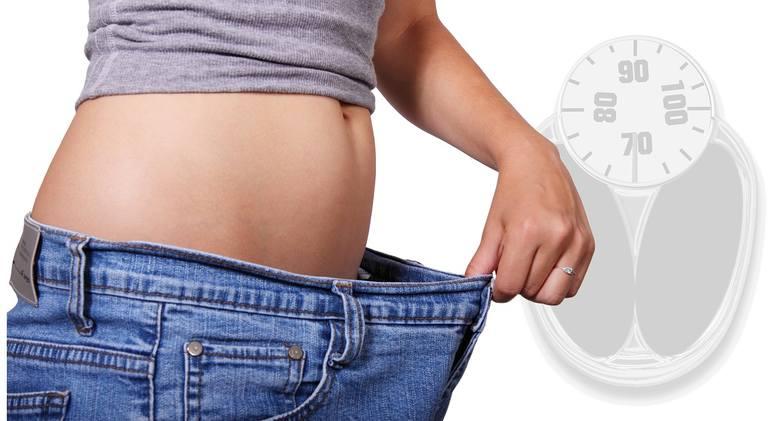 Odchudzasz się, a waga stoi w miejscu? Sięgasz po różne środki, które mają w cudowny sposób, pomóc zrzucić niechciane kilogramy? Po co ryzykować? Okazuje