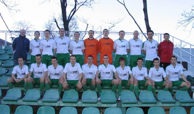 III poziom rozgrywkowy: 1 sezonNajwiększy sukces: 19 miejsce na III poziomie - III liga (2001)Na zdjęciu: kadra Dalinu przed rundą wiosenną sezonu 2