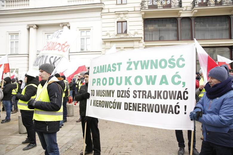 """Rolnicy przed Pałacem Prezydenckim: """"Stop syfowi z zagranicy"""". Minister rolnictwa: """"Protest to realizacja politycznego projektu"""""""