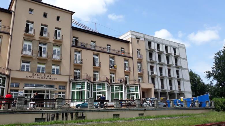 """Trwa rozbudowa szpitala uzdrowiskowego w Iwoniczu-Zdroju. W słynnym """"Excelsiorze"""" będzie więcej miejsc"""
