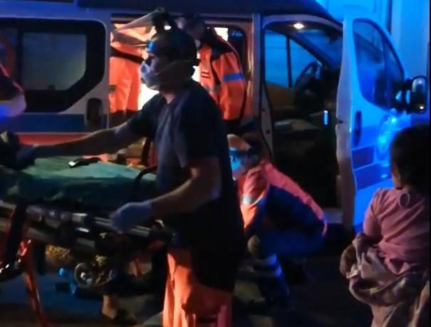 W Koźlu doszło do brutalnej bójki na Targowej. Rannych zabrało pogotowie. Policja zatrzymuje kolejne osoby podejrzewane o udział w zdarzeniu