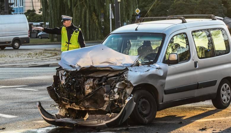 Policja opublikowała raport nt. wypadków na polskich drogach w 2018 roku. Gdzie najczęściej dochodzi do wypadków samochodowych? Zobacz dane policji.W