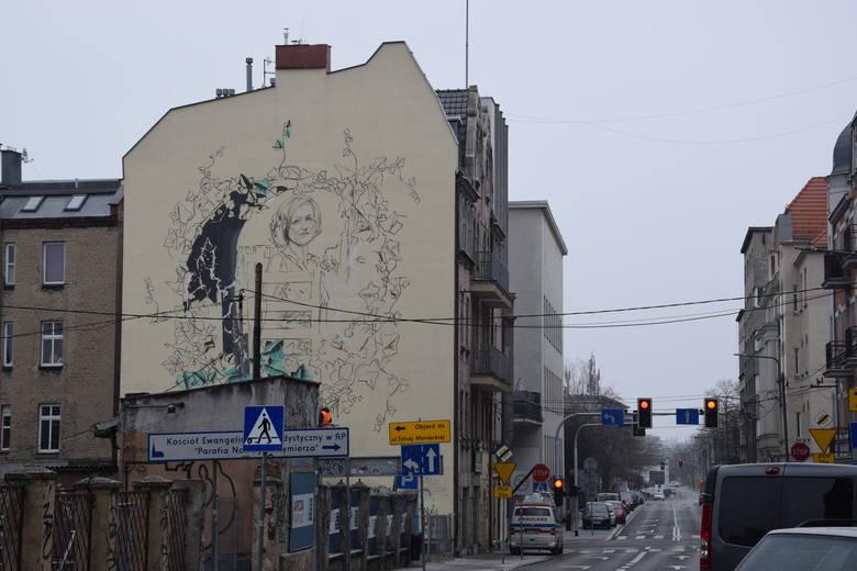 W centrum Katowic rozpoczęły się prace nad muralem przedstawiającym Krystynę Bochenek