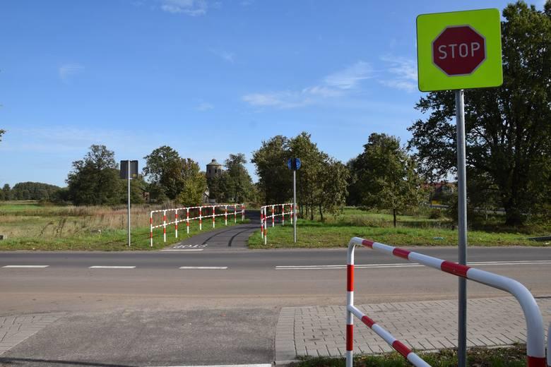 Ścieżka rowerowa na dawnych torach kolejowych w powiecie nowosolskim.<br /> Gmina Kolsko