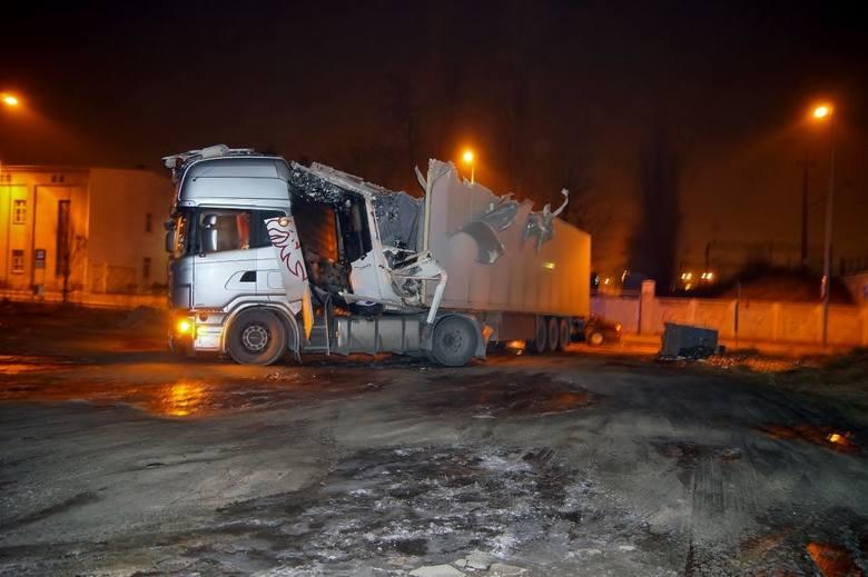 W sobotę wieczorem doszło do kolizji na ul. Poniatowskiego w Słupsku. Kierowca pochodzący z Litwy nie zastosował się do znaku drogowego i nie zmieścił