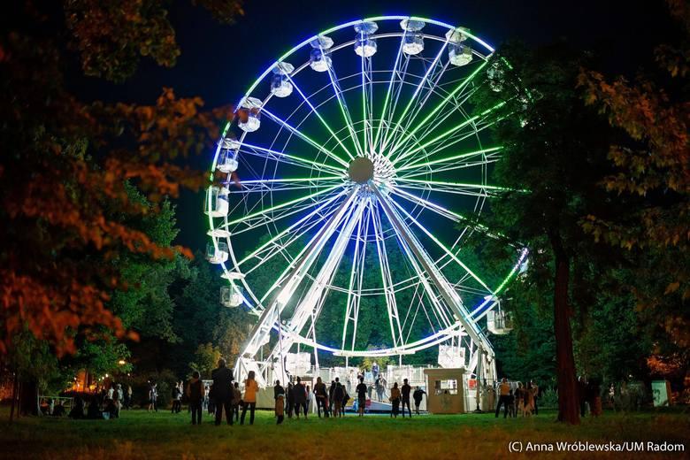 Na Placu Jagiellońskim w Radomiu działa już Diabelski Młyn. Nowy obiekt cieszy się dużym zainteresowaniem ze strony mieszkańców Radomia. Jest czynny