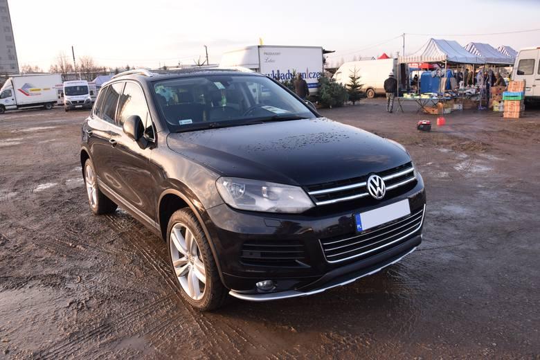 1. Volkswagen Touareg. Silnik 3,0 diesel, rok produkcji 2011, cena ok. 87000 zł.