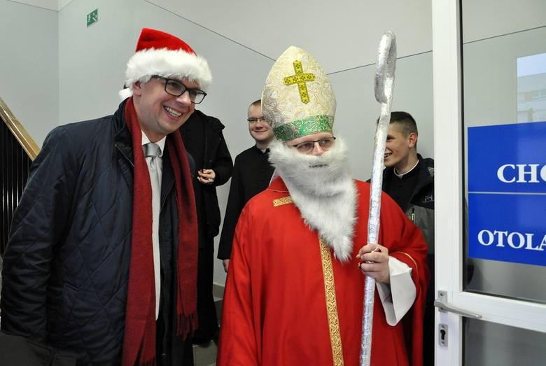 Prezydent Przemyśla Wojciech Bakun odwiedził najmłodszych pacjentó Wojewódzkiego Szpitala w Przemyślu.