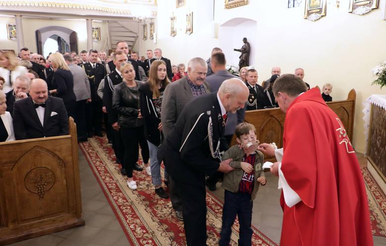 Uroczystą mszą świętą rozpoczęło się Florianum w Grucie (pow. grudziądzki). Druh OSP Gruta, Waldemar Kurkowski wniósł do kościoła w asyście mnóstwa sztandarów