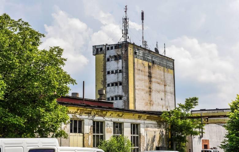 """Bydgoskie Zakłady Fotochemiczne """"Foton"""" działały w Bydgoszczy między 1926 a 2007 rokiem. Firma produkowała papier fotograficzny, filtry, chemikalia, płyty fotograficzne. Bydgoski """"Foton"""" nie przetrwał konkurencji fotografii cyfrowej. Ostatecznie w 2007 roku spółka została postawiona w stan..."""