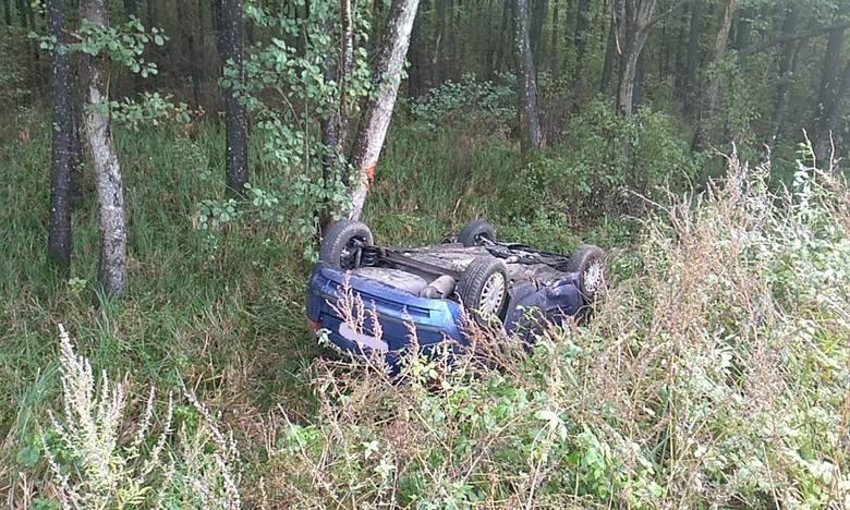 W poniedziałek (7 października) doszło do wypadku na drodze powiatowej miedzy Lubuczewem a Karzcinem. Kierująca samochodem osobowym zjechała z drogi