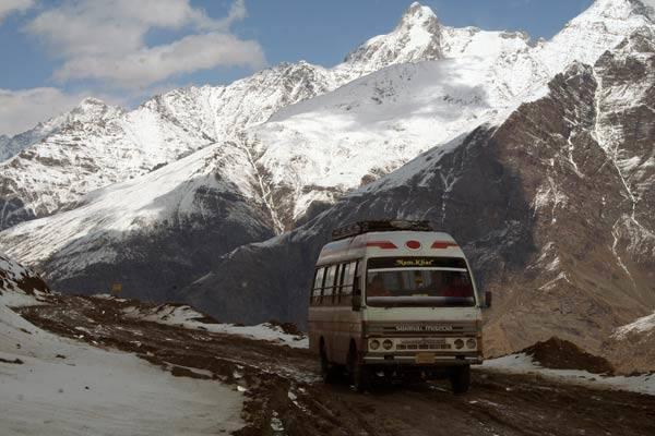 Podróz po Indiach<br /> Na trasie z Manali do miejscowości Keylong.