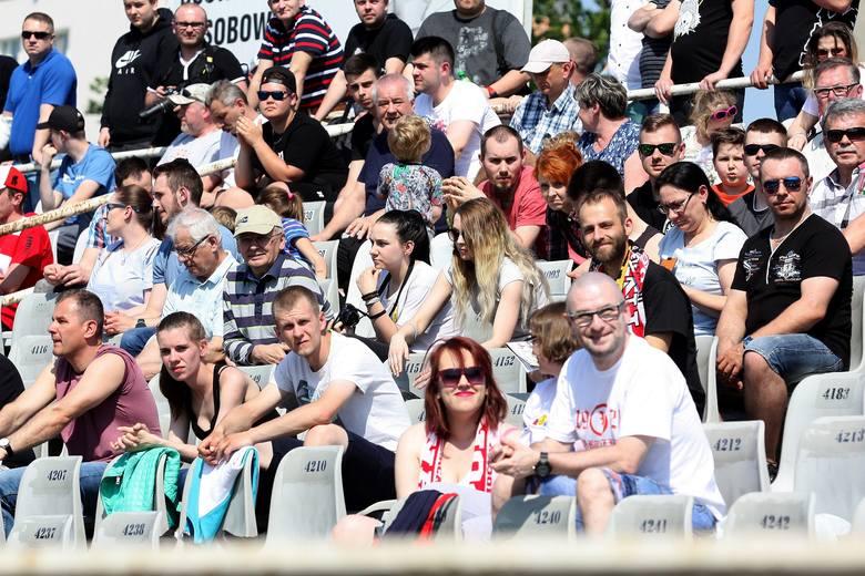 Polonia Bydgoszcz rozegrała wreszcie pierwszy mecz na własnym stadionie (przegrała z PSŻ Poznań 43:47). Także pierwszy w II lidze przed własną publicznością.